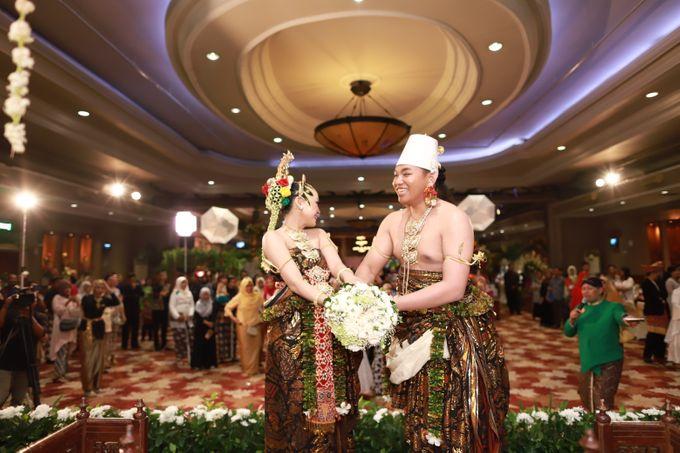 Wedding ULY SASONGKO dan ARIEF SETIAWAN by JACK HARYANTO MC - 001