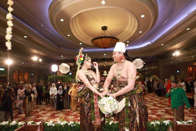 Wedding ULY SASONGKO dan ARIEF SETIAWAN by JACK HARYANTO MC - 004