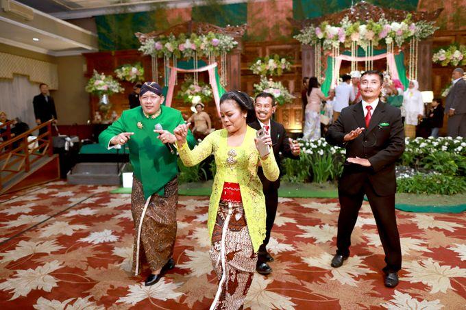 Wedding ULY SASONGKO dan ARIEF SETIAWAN by JACK HARYANTO MC - 012