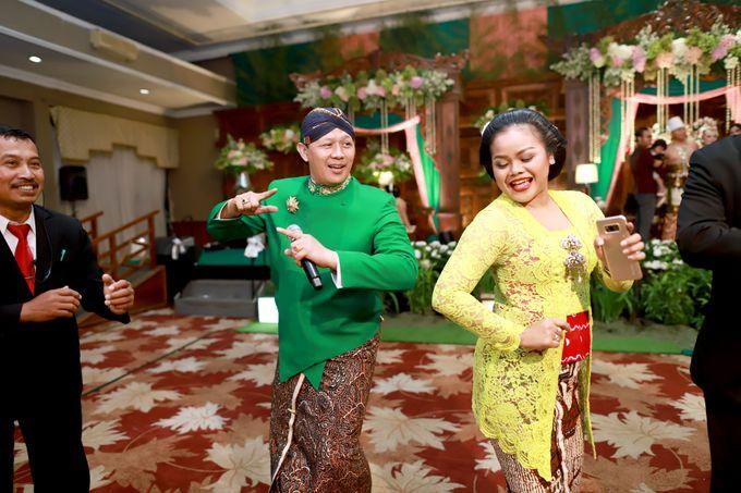 Wedding ULY SASONGKO dan ARIEF SETIAWAN by JACK HARYANTO MC - 008