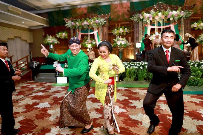 Wedding ULY SASONGKO dan ARIEF SETIAWAN by JACK HARYANTO MC - 011