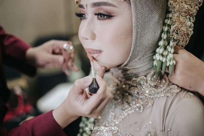 GKM GREEN TOWER WEDDING OF DESTY & RAMA by alienco photography - 024