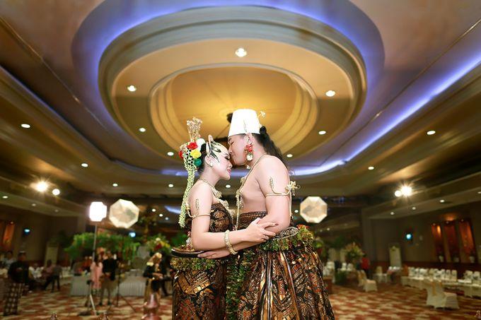 Wedding ULY SASONGKO dan ARIEF SETIAWAN by JACK HARYANTO MC - 010