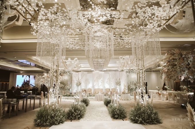 Clean and Elegant Wedding at Ayana MidPlaza by Priscilla Myrna - 008