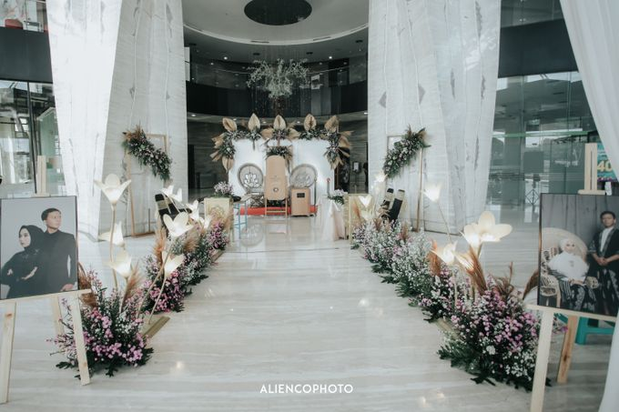 GKM GREEN TOWER WEDDING OF DESTY & RAMA by alienco photography - 026