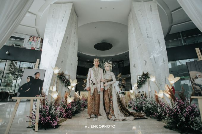 GKM GREEN TOWER WEDDING OF DESTY & RAMA by alienco photography - 030