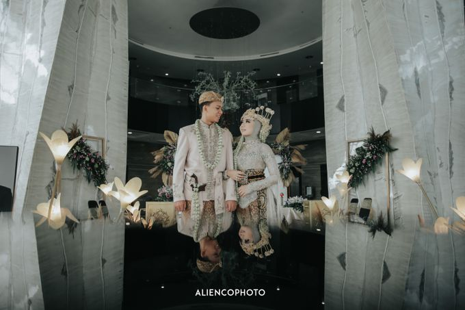 GKM GREEN TOWER WEDDING OF DESTY & RAMA by alienco photography - 028