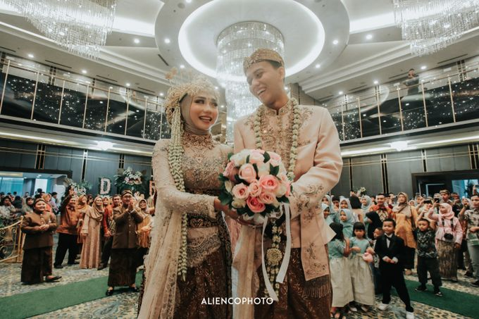 GKM GREEN TOWER WEDDING OF DESTY & RAMA by alienco photography - 033