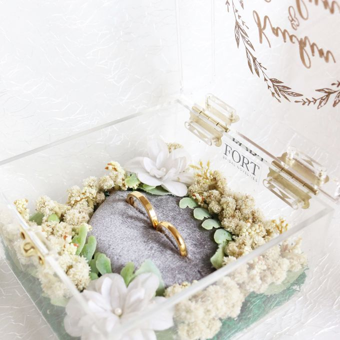 White breath ring bearer box by fort bridal novelties bridestory add to board white breath ring bearer box by fort bridal novelties 002 junglespirit Images