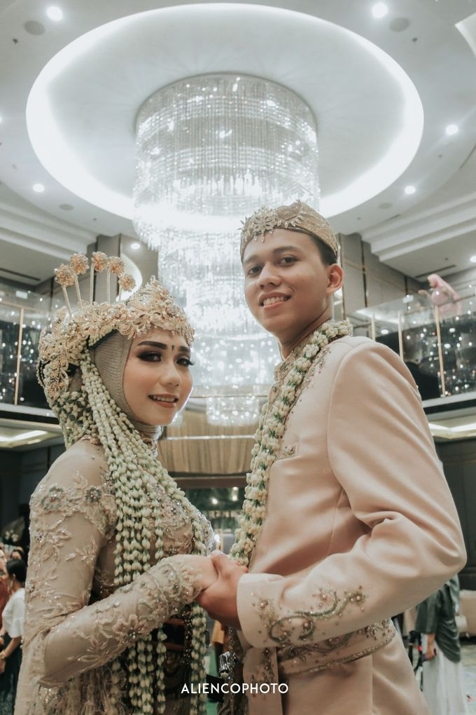 GKM GREEN TOWER WEDDING OF DESTY & RAMA by alienco photography - 038