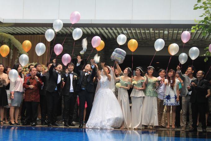 Holy Matrimony at Swimming Pool by GRAND MERCURE Jakarta Harmoni - 002