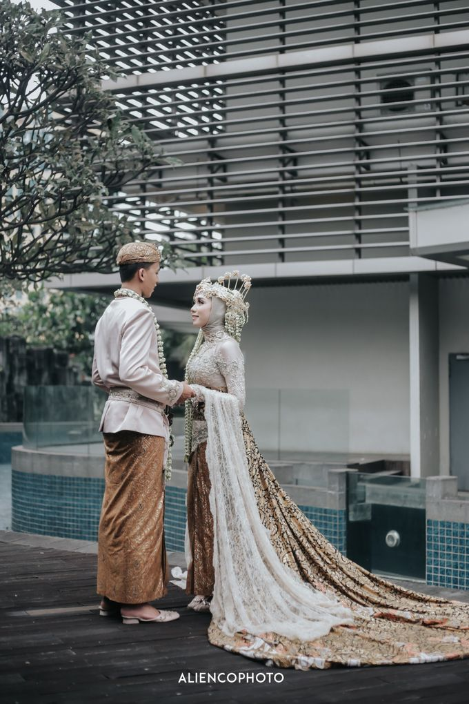 GKM GREEN TOWER WEDDING OF DESTY & RAMA by alienco photography - 036