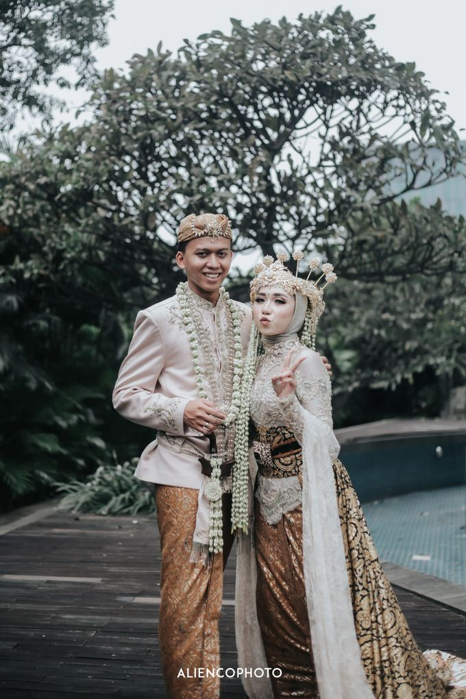 GKM GREEN TOWER WEDDING OF DESTY & RAMA by alienco photography - 037