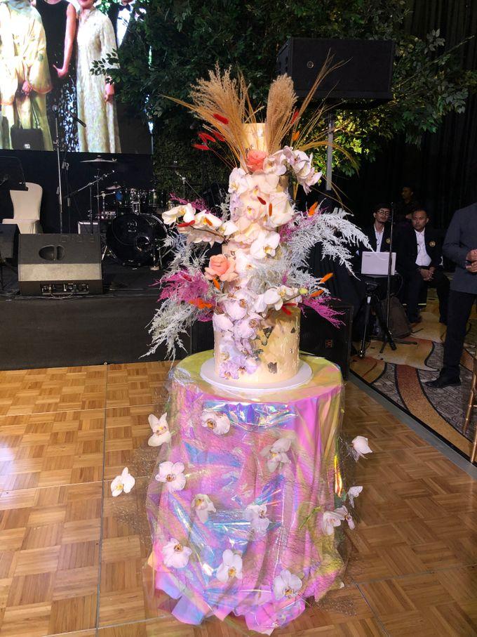 Ayla Dimitri and Rama Devara Wedding Cake by Fleur by Raja - 003