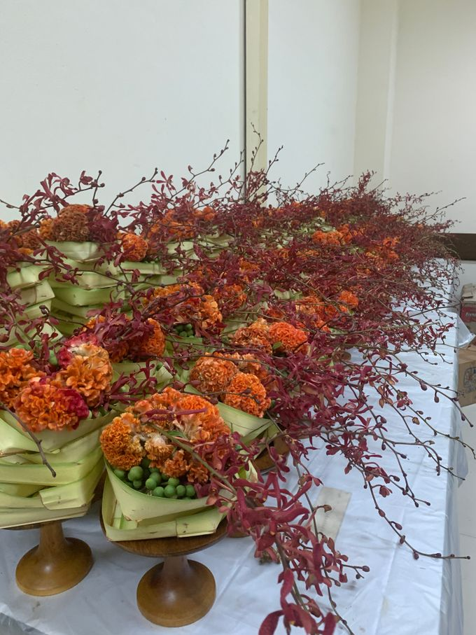 Balinese Floral Centrepieces by Make A Scene! Bali - 011