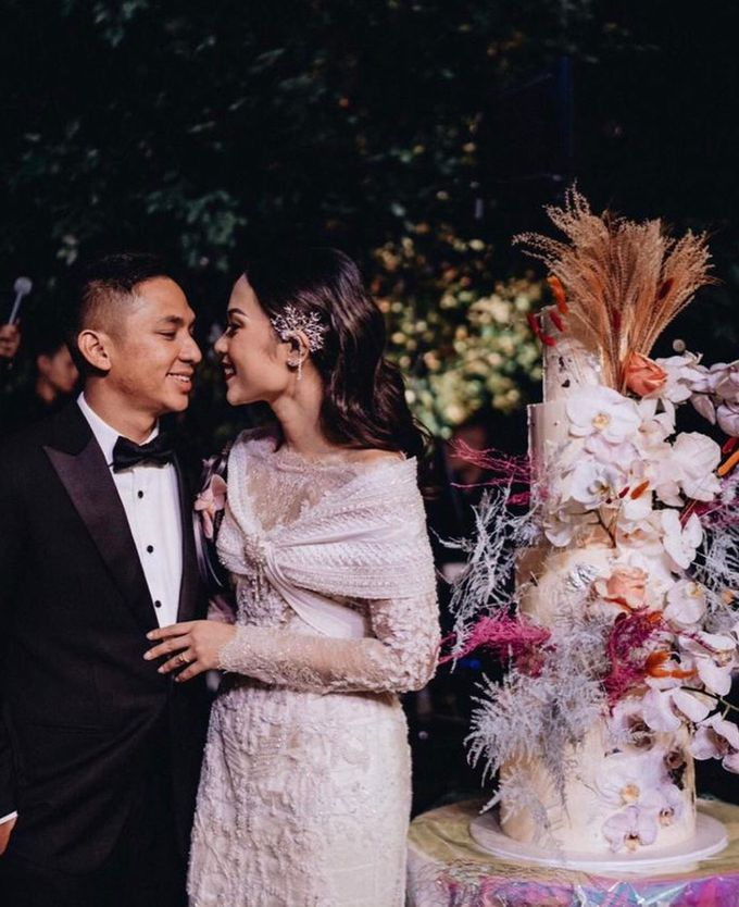 Ayla Dimitri and Rama Devara Wedding Cake by Fleur by Raja - 006