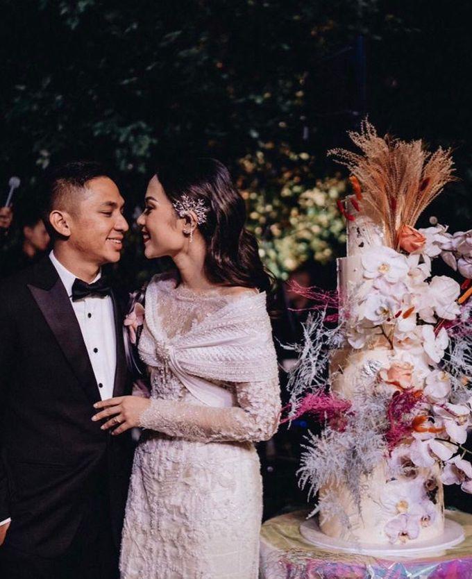 Ayla Dimitri and Rama Devara Wedding Cake by saptodjojokartiko bride - 003