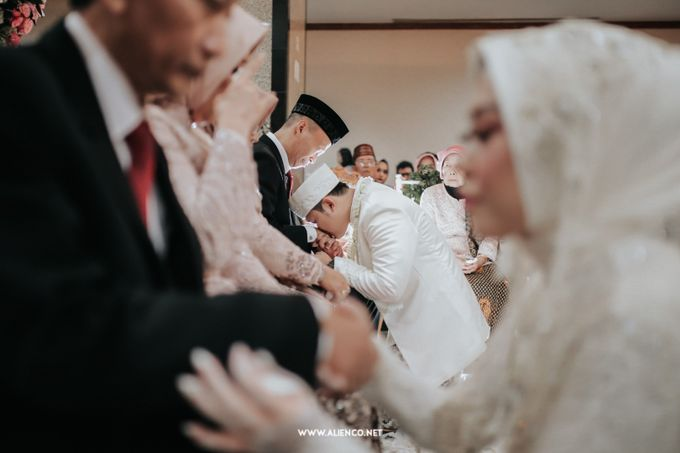 The Wedding Of Shella & Lutfi by alienco photography - 024