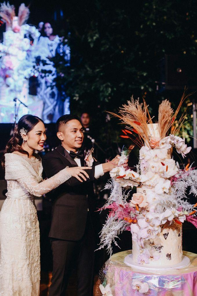 Ayla Dimitri and Rama Devara Wedding Cake by Fleur by Raja - 002