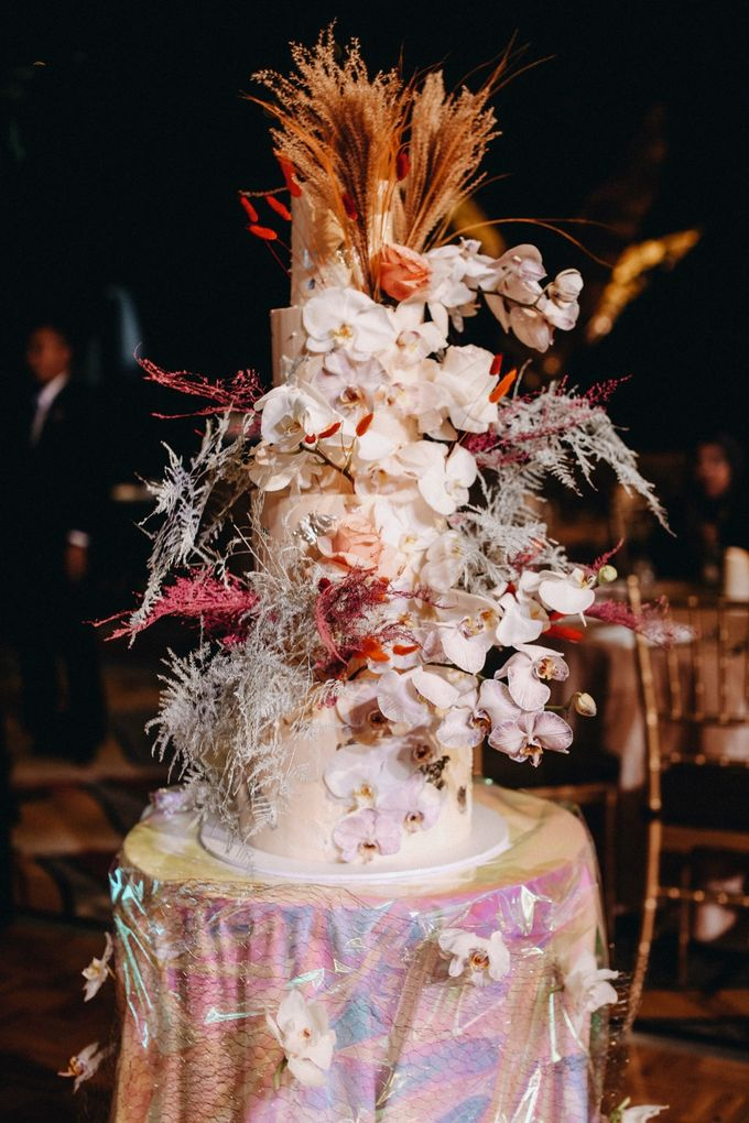 Ayla Dimitri and Rama Devara Wedding Cake by Fleur by Raja - 001