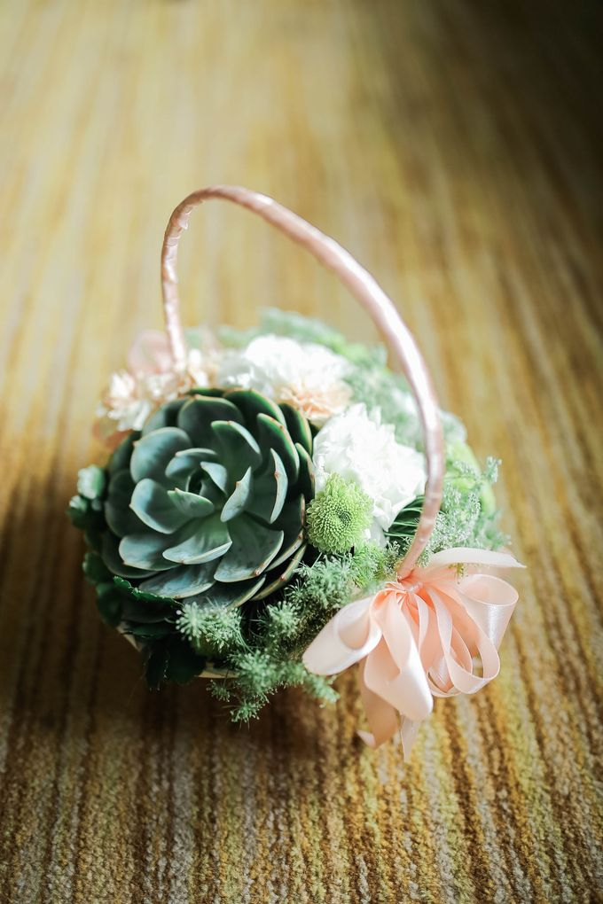 Entourage Flowers by Natural Art Flowers and Decors - 013