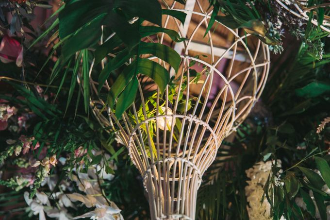 Tropical Lush Paradise Wedding at Amankila Villa, Bali by Silverdust Decoration - 025