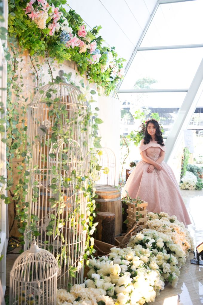 Sweet 17th Gown for Evelyn by Deasy Marlina - 002