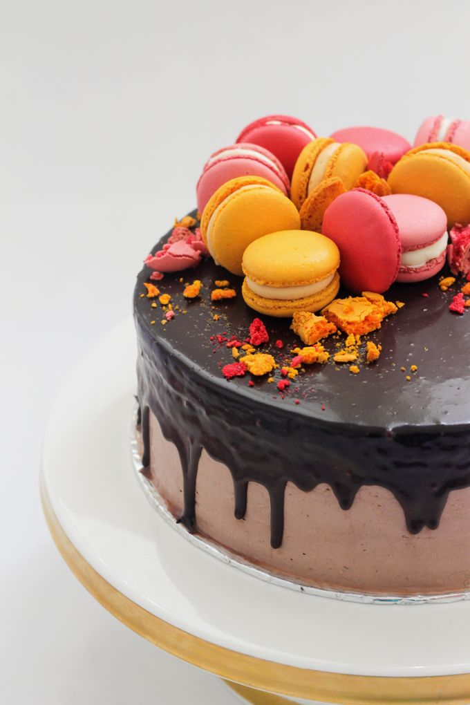 Party Cake - Baileys Chocolate with Macaron by Lareia Cake & Co. - 002