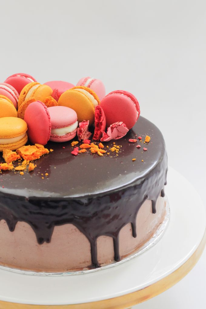 Party Cake - Baileys Chocolate with Macaron by Lareia Cake & Co. - 004