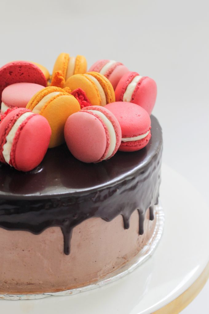 Party Cake - Baileys Chocolate with Macaron by Lareia Cake & Co. - 003