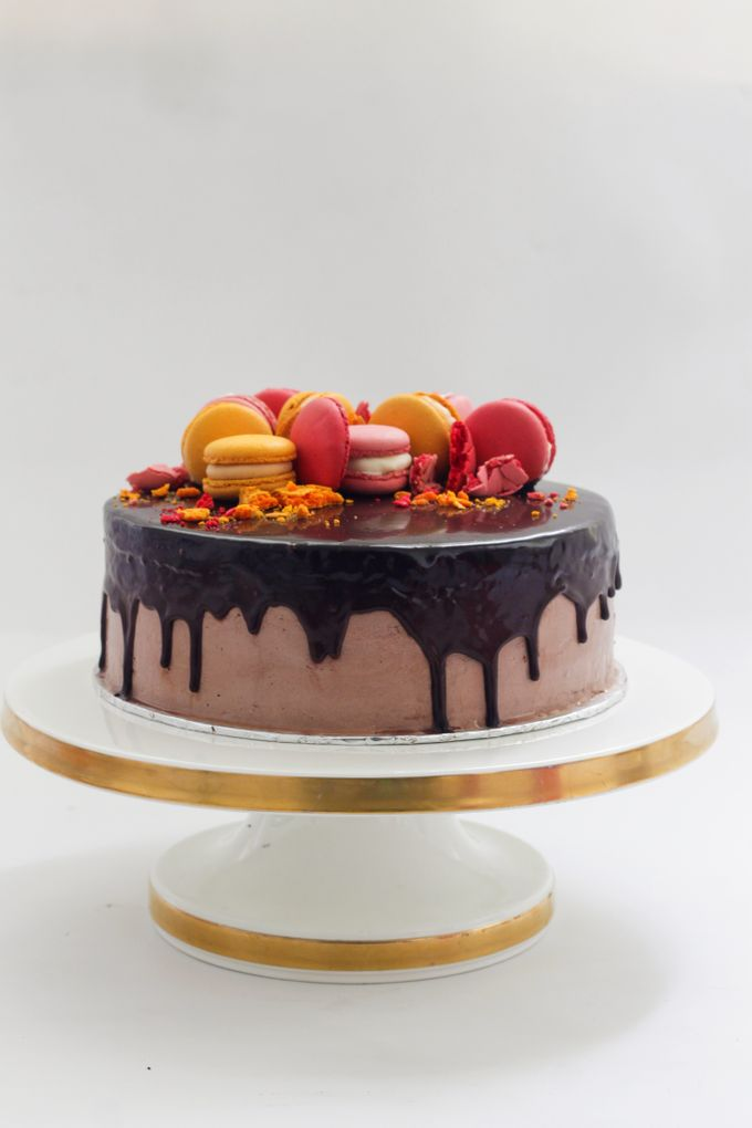 Party Cake - Baileys Chocolate with Macaron by Lareia Cake & Co. - 001
