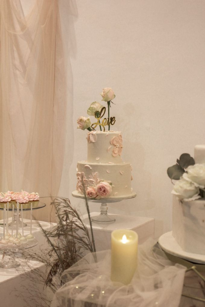 Two Tiers by Gordon Blue Cake - 017