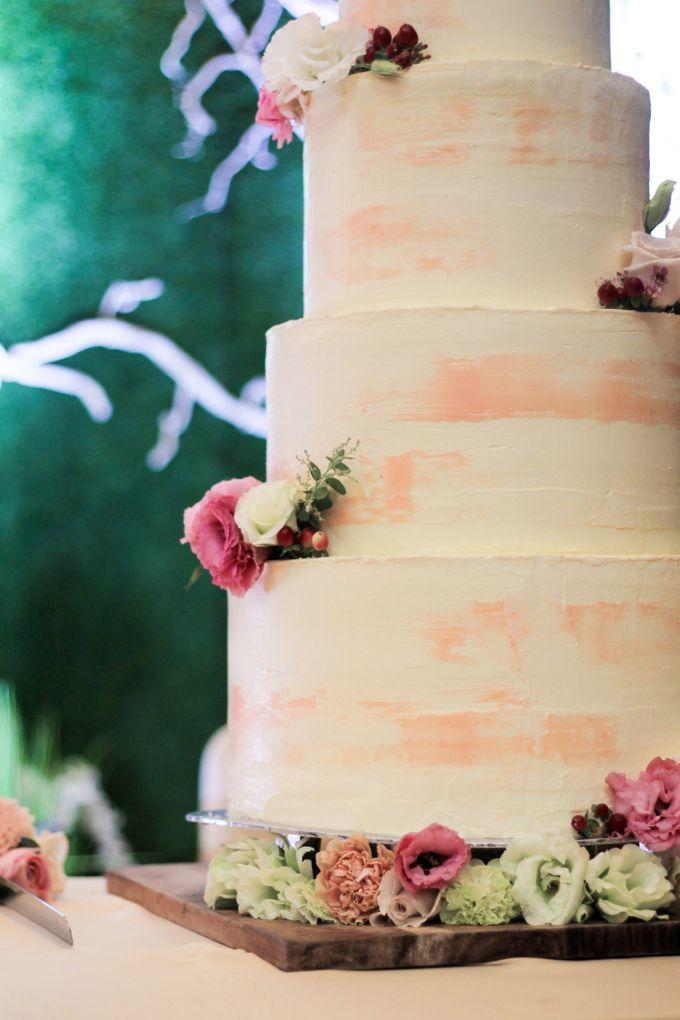 Wedding Cake - Indra & Livia by Lareia Cake & Co. - 002
