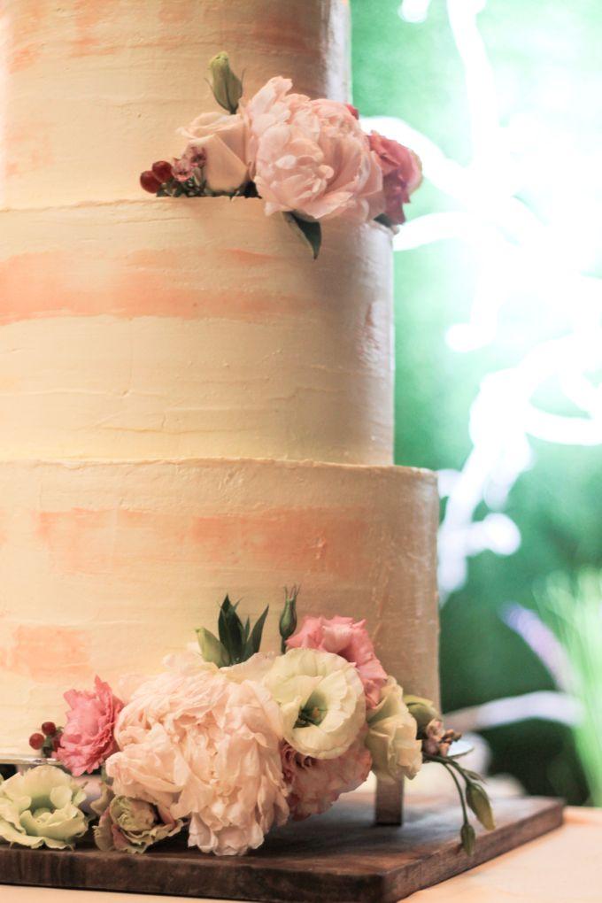 Wedding Cake - Indra & Livia by Lareia Cake & Co. - 004
