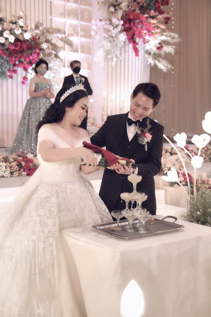 A Royal Wedding of dr. Erwin & dr. Feti by Khayim Beshafa One Stop Wedding - 014