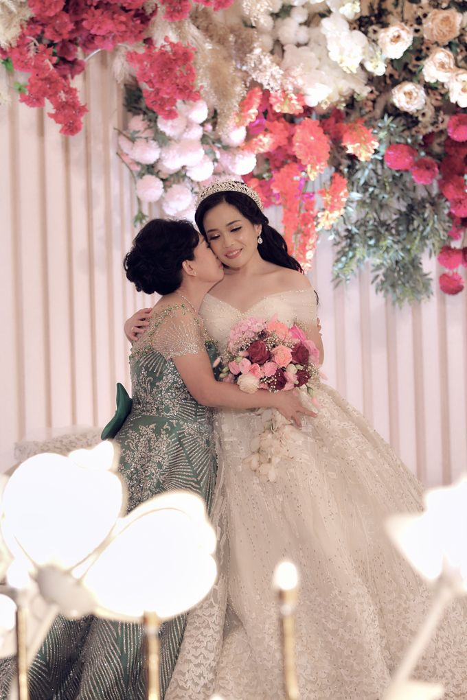 A Royal Wedding of dr. Erwin & dr. Feti by Khayim Beshafa One Stop Wedding - 017