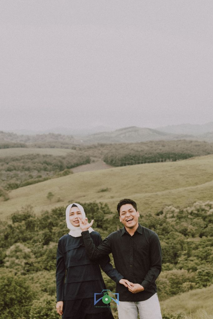 Bayu & Dyni Post-Wedding by treeways.visual - 004