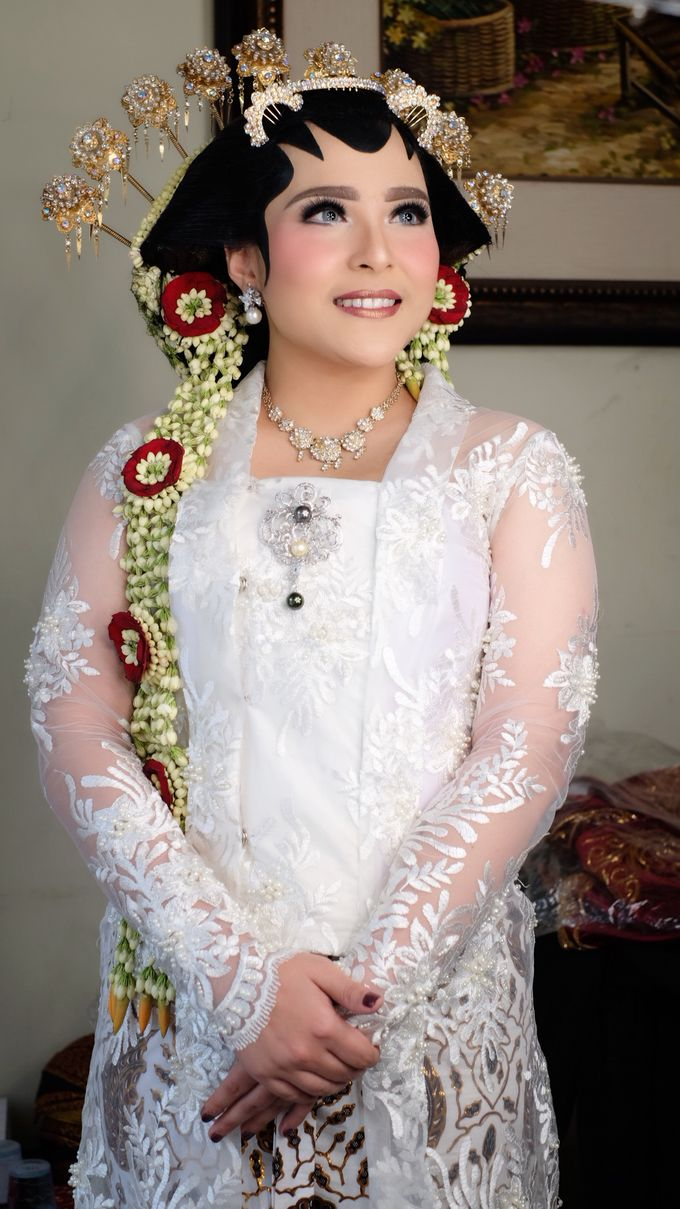 Traditional Adat Paes Solo Putri by beautified by santishiva ...