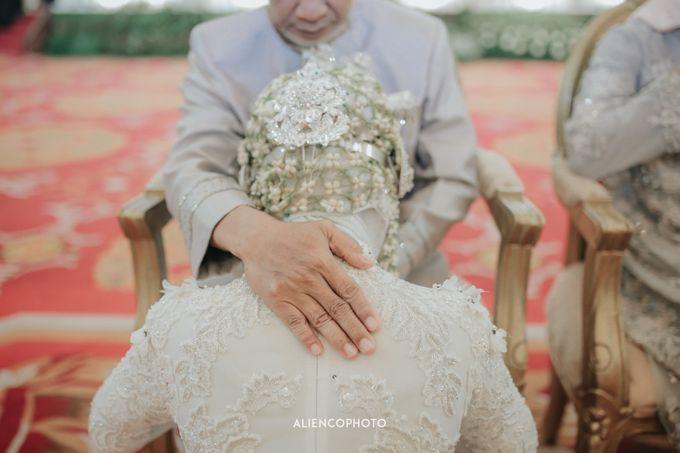 PURI ARDHYA GARINI WEDDING OF ALDY & PUTRI by alienco photography - 037