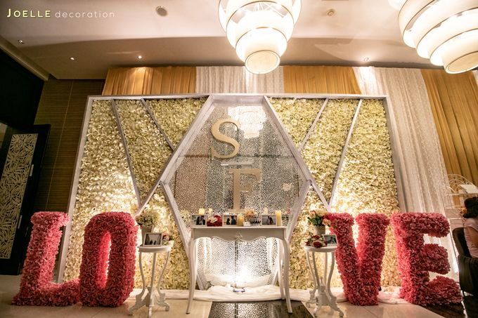 Love makes Impossible Possible by Joelle Decoration - 021
