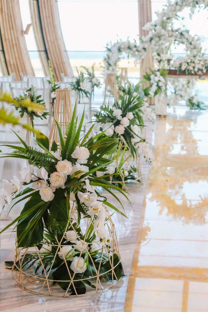Modern Tradisional Tropical Greenery Wedding Ceremony At