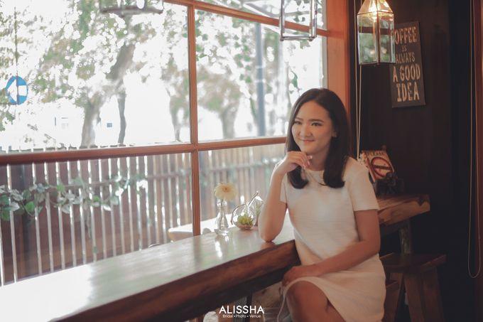 Prewedding of Dinda-Kristianto at Alissha & Six Ounces Coffee by Alissha Bride - 001