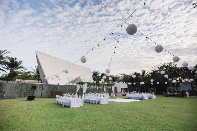 Elegant alfresco greenery wedding at The Royal Santrian by Silverdust Decoration - 009