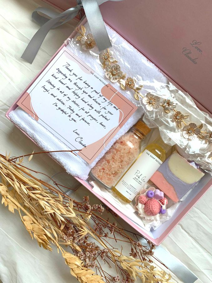 Bridesmaid and Groomsmen Gift Boxes for Christian & Claudia by The Soap Patisserie - 003
