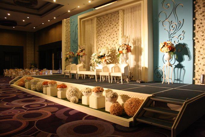 Wedding Decoration & Set Up at Holiday Inn Bandung Pasteur by Holiday Inn Bandung Pasteur - 017