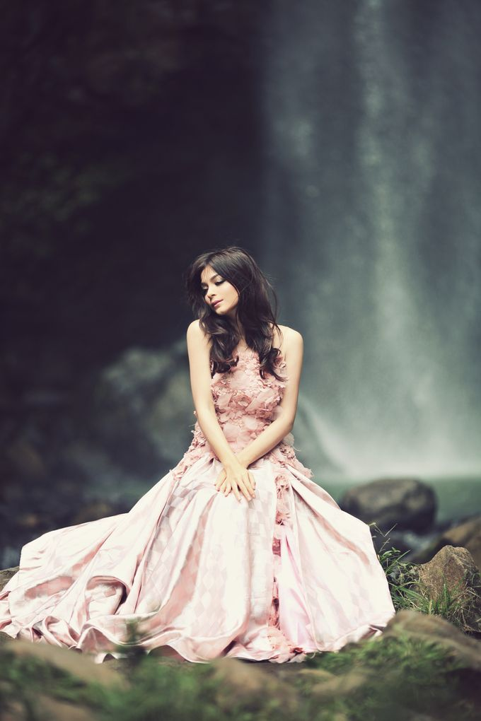 FLOWY DRESS IN THE WIND by natalia soetjipto - 004