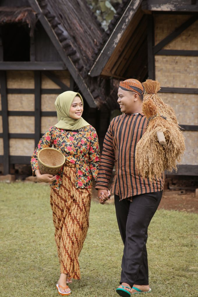 Traditional Jawa prewedding concept by Meemotret - 002