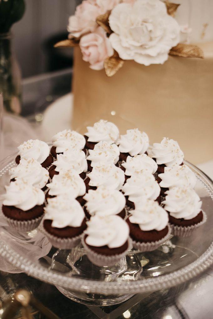 Romantic Dessert Table by Gordon Blue Cake - 043