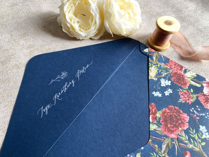 Navy Blue Chinoiserie by Trouvaille Invitation - 006