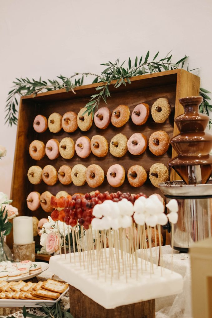 Donut Wall by Gordon Blue Cake - 010